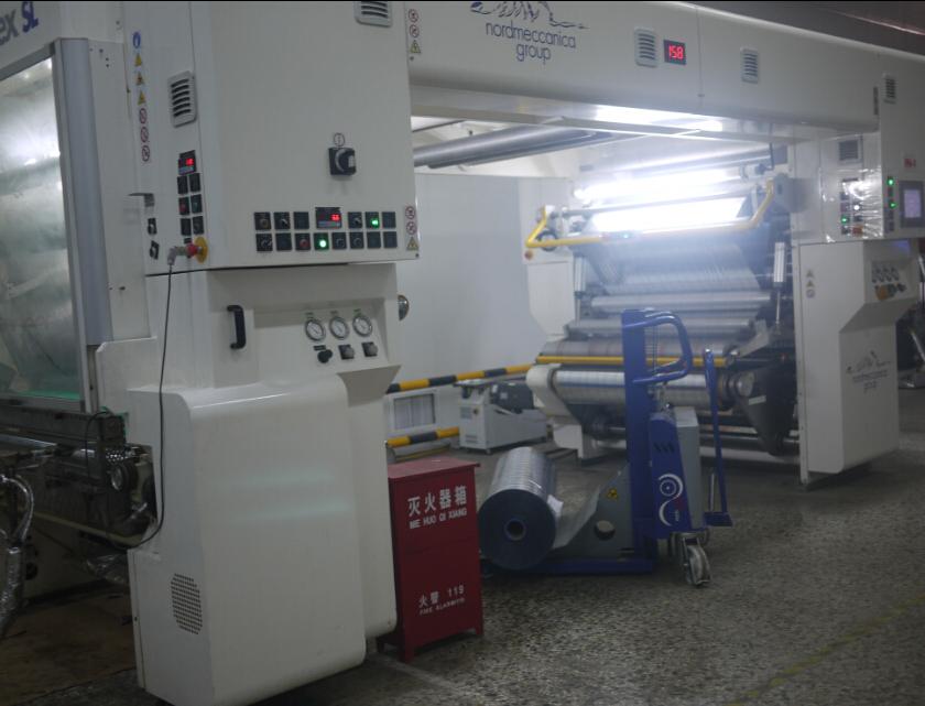 En mayo de 2013, se puso en uso dos conjuntos de Italia nordmaccenica solvente laminador.